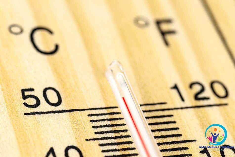 Pha sữa cùng với nước ấm ở nhiệt độ 50°C là phù hợp nhất