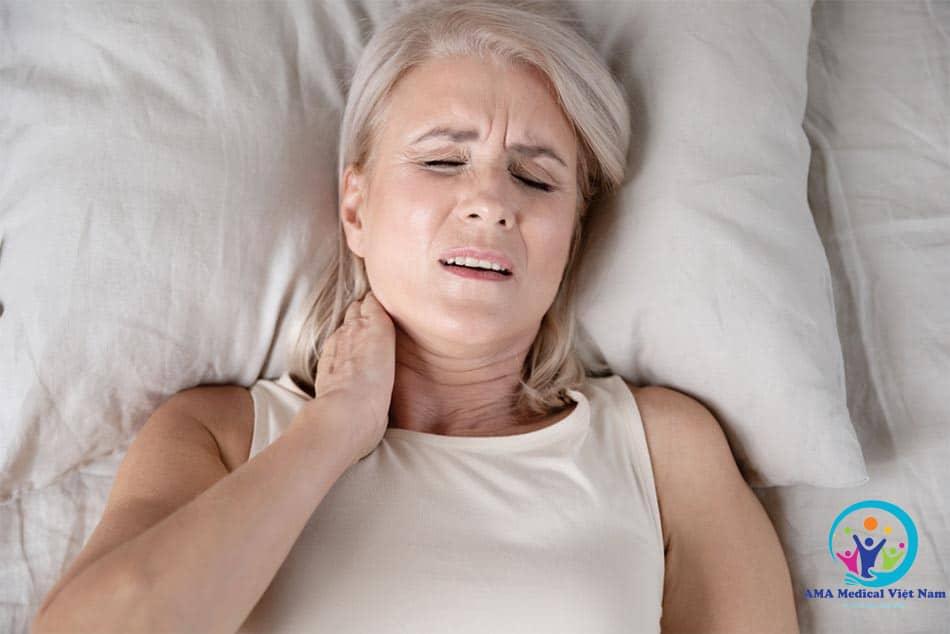 Nguyên nhân đau mỏi vai gáy do mô mềm, trong đó có cơ, gân và dây chằng bị tổn thương
