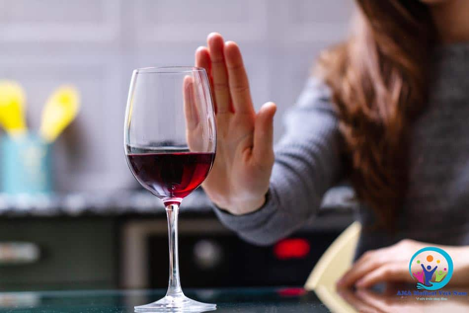 Parocontin tương tác với rượu hay các đồ uống chứa cồn khác