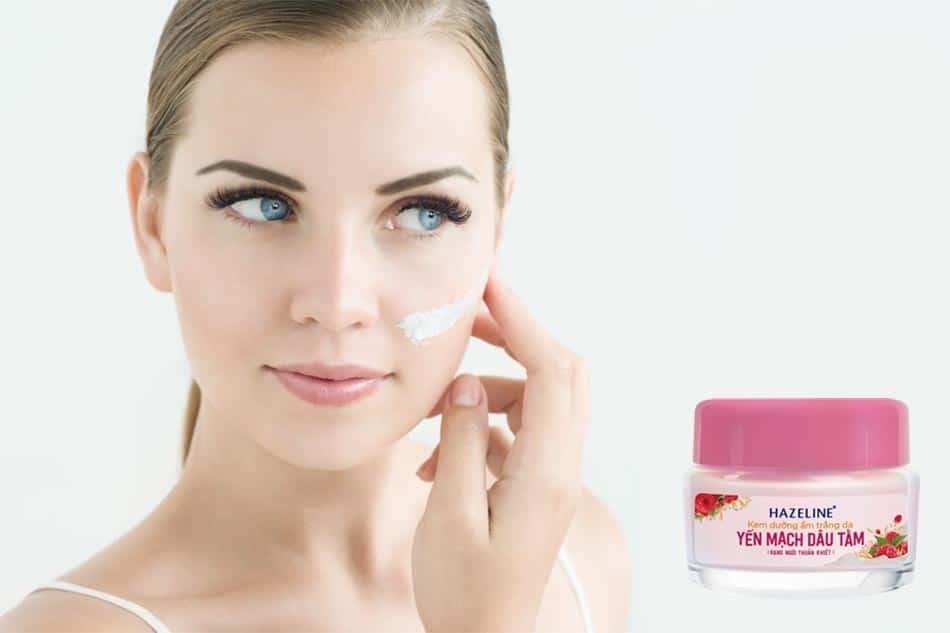 Hazeline giúp duy trì độ ẩm cho da, cung cấp các dưỡng chất nuôi dưỡng làn da trắng sáng tự nhiên