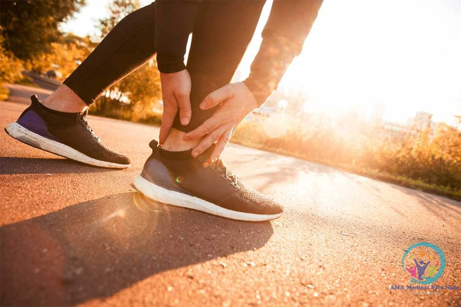 Hoạt động đi lại thường ngày do bị ngã hay trượt chân gây ra trẹo chân